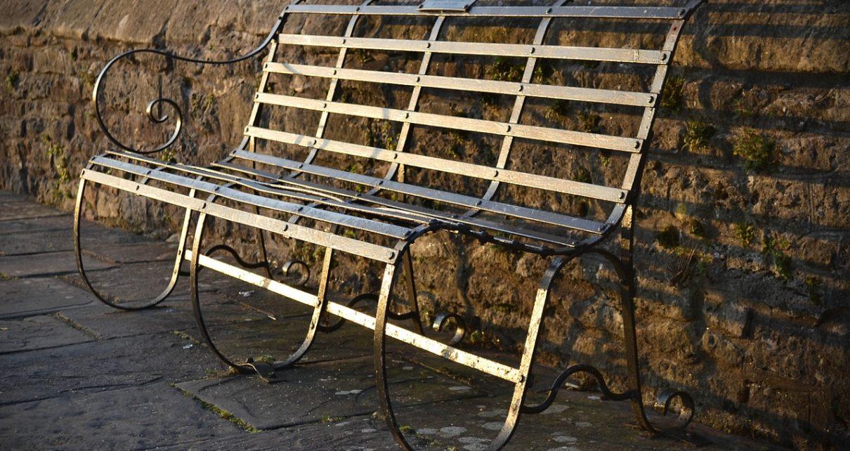 Ławki ze stali nie tylko w parku