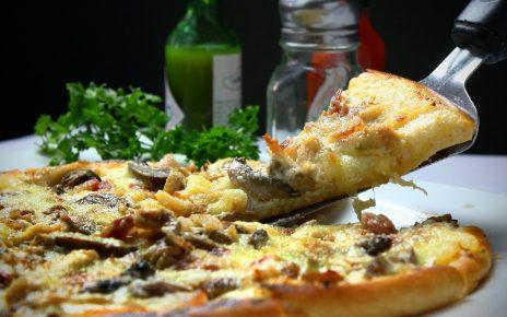 Czy w nocy zjemy pizzę w Krakowie?