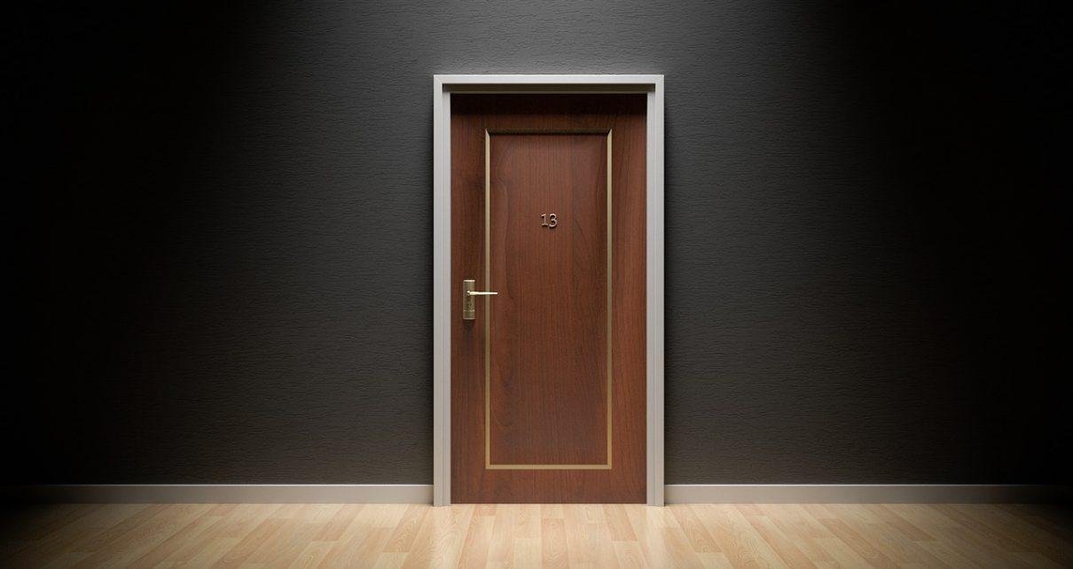 Tani i szybki montaż drzwi wewnętrznych